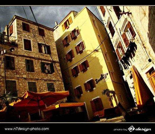 Indigo Hostel : Indigo in typical Mediterranean architectural style