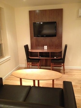 هوليرود أبارتهوتل: studio living area