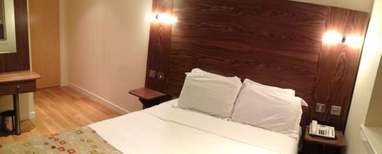 Holyrood apartHOTEL : room 103 (double)