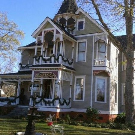 The Chipley Murrah House Bed and Breakfast: Chipley Murrah B&B Decorated for Christmas