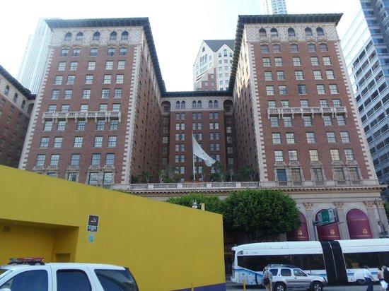 มิเล็นเนี่ยม บิลท์มอร์ โฮเต็ล ลอส แองเจลลิส: entrata hotel