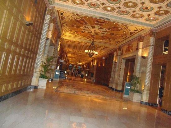 Millennium Biltmore Los Angeles: hall