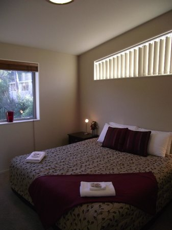 Kaikoura Waterfront Apartments: Super King Bedroom