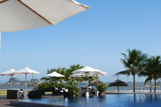 Princess D'An Nam Resort & Spa: Espace restaurant, piscine et plage
