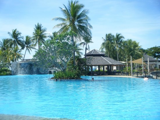 Shangri-La's Tanjung Aru Resort & Spa: the infinity pool