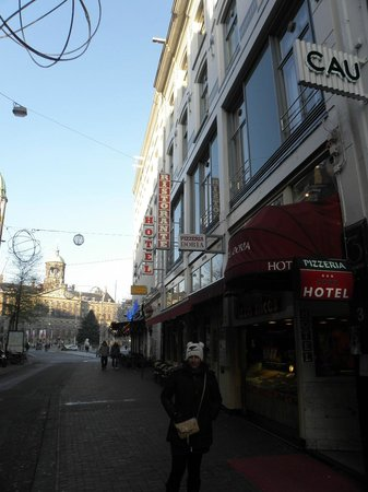 Doria Hotel Amsterdam: the hotel looking up to dam square
