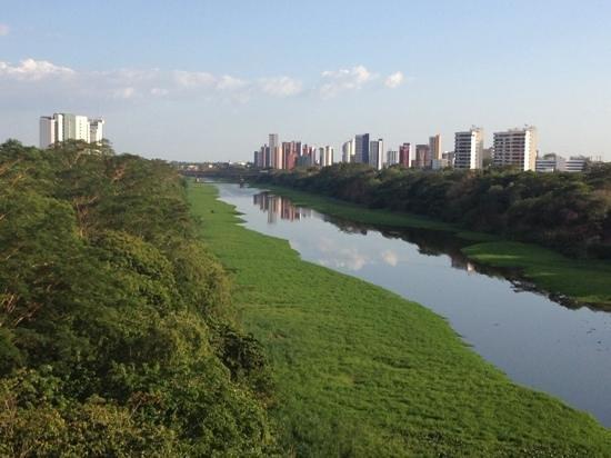 Teresina, PI: Rio Poty, Bairro Ilhotas e parte da Zona Leste vistos do mirante.