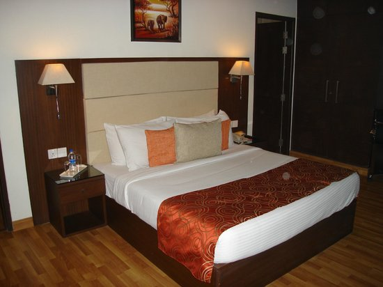 Clarks Inn, Gurgaon, Delhi-NCR : lit de la suite