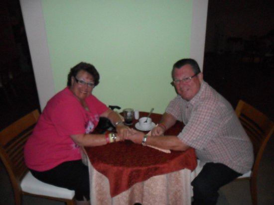 Coral Sea Aqua Club Resort: Enjoying dinner