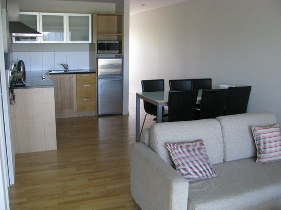Mercure Oakridge Resort Lake Wanaka: Living area - 1 bdrm apt