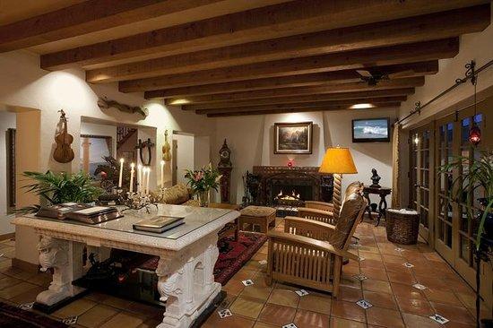 Villa Rosa Inn: Lobby