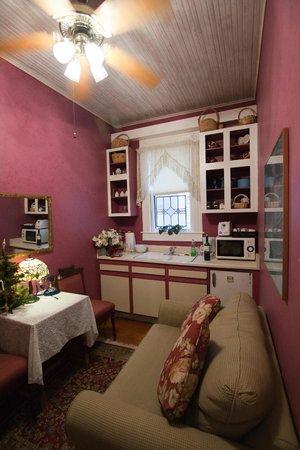 Brackenridge House Bed and Breakfast: Bluebird Suite