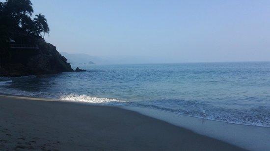 Hyatt Ziva Puerto Vallarta: south down the beach