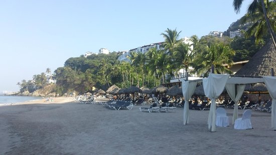 Hyatt Ziva Puerto Vallarta: north up the beach