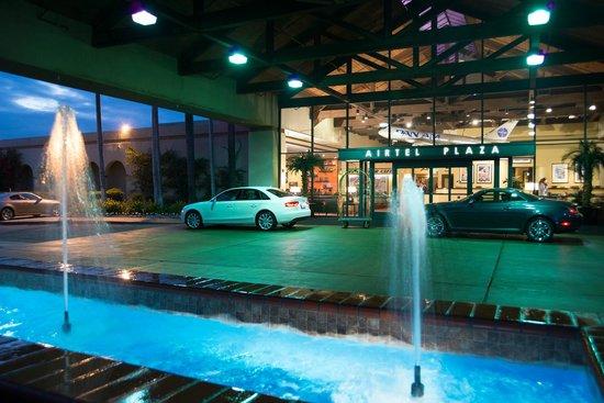 Airtel Plaza Hotel: Porte Cochere