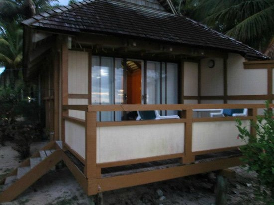 Palm Grove: Our beachfront bungalow