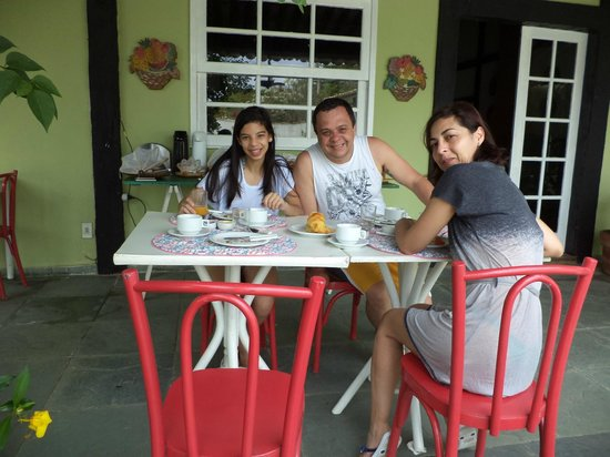 Pousada das Amoras: Café da manhã ao ar livre