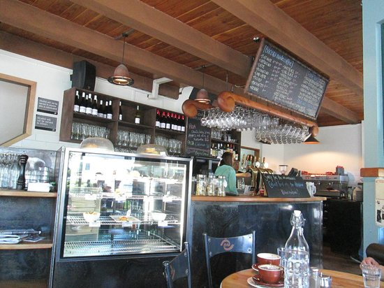 Kai Whakapai Cafe and Bar: View from my cozy spot in the corner