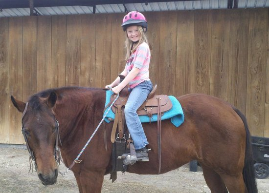 Hill Country Equestrian Lodge: Granddaughter doing what she loves best