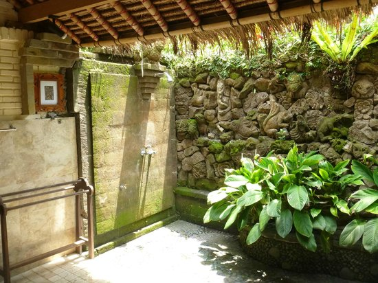 Alam Indah: Rambutan Outdoor bathroom