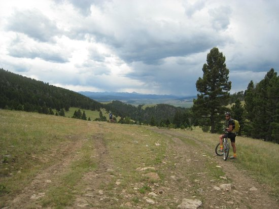 Altoona Ridge Lodge : Mid-day bike ride to a nearby town