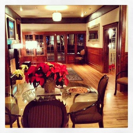 Blackwell Hotel: Main Living Area - perfect for a big party!