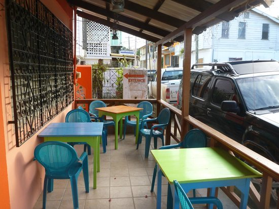 Erva's: Front porch