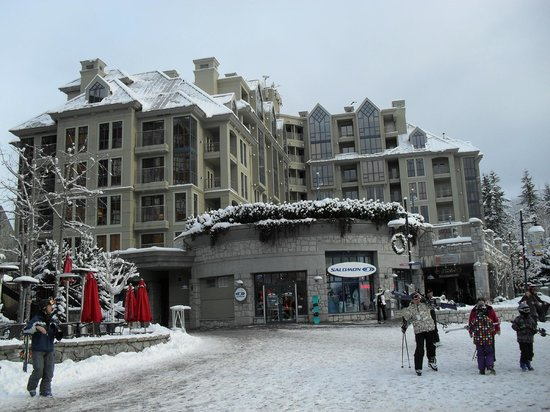 Pan Pacific Whistler Mountainside: Hotel as viewed from the skier's plaza.
