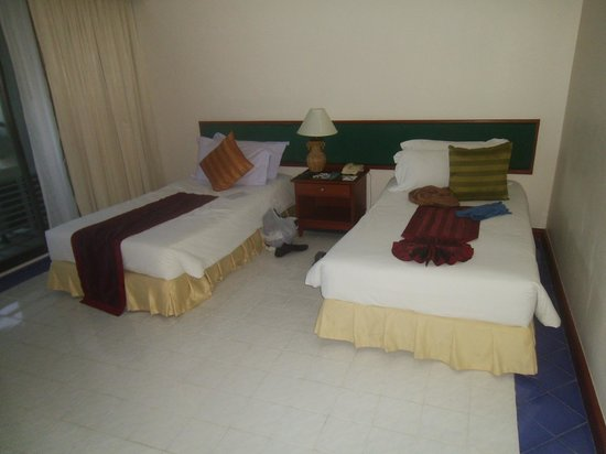 Andaman Beach Suites Hotel: second bedroom (has rear facing balcony)