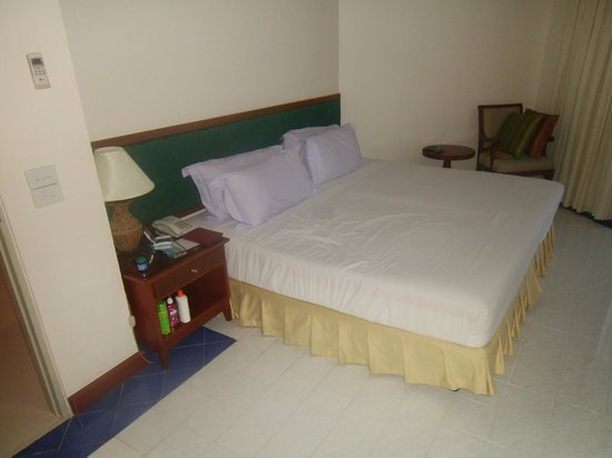 Andaman Beach Suites Hotel: master bedroom
