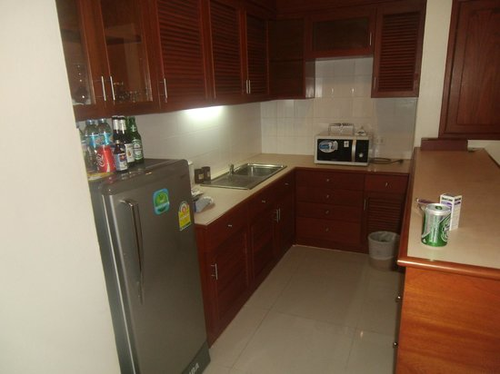 Andaman Beach Suites Hotel: kitchen
