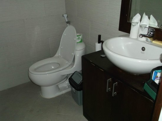Puri Sading Hotel: Bathroom
