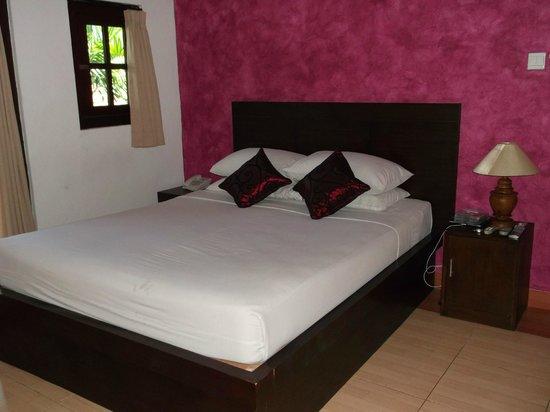 โรงแรม ภูริ ซาดิง: Bed