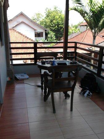 Puri Sading Hotel: Balcony