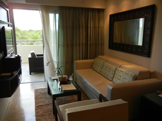 The Reserve at Paradisus Palma Real: One Bedroom Suite - Sitting area and balcony