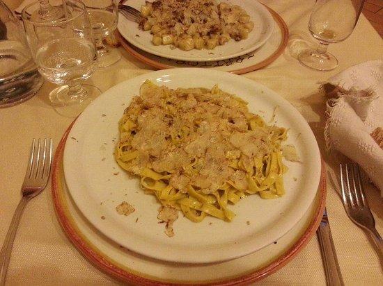 Trattoria Lea: Tagliatelle e Gnocchetti al tartufo bianchetto.