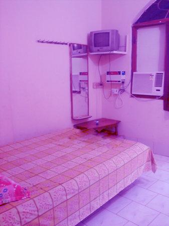 Reeta Guest House: single a/c room......