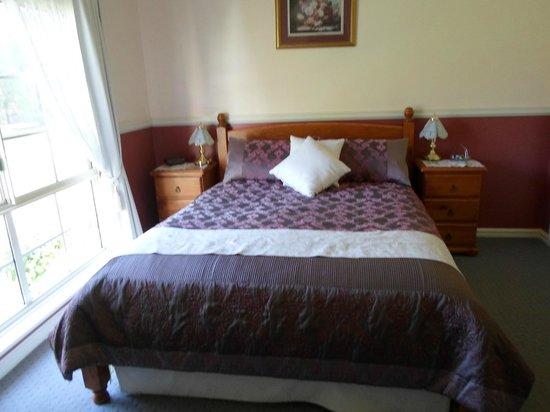 Mt Lindesay View Bed & Breakfast : Bedroom in Merlot suite