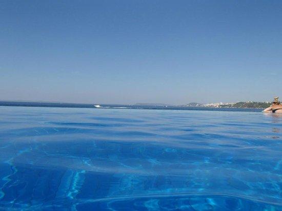 Le Meridien Lav Split: Infinity Pool