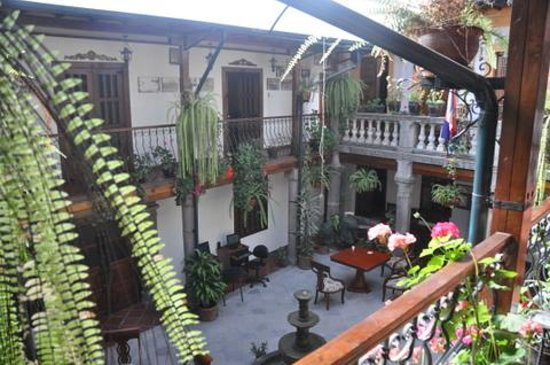 Hotel San Francisco de Quito: Courtyard 2