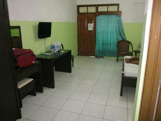 Hotel Segoro: no cleanning services..;)