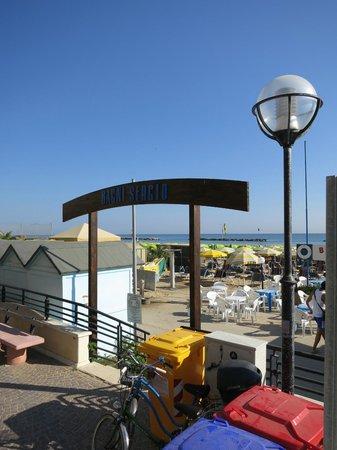 Hotel Bellevue : Вход на пляж