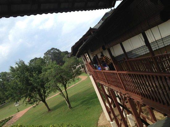 Impiana Resort Cherating: Walkway to hotel room