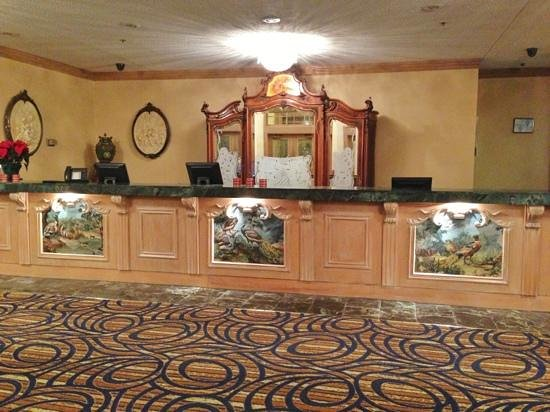 The Chateau Hotel and Conference Center: Front Desk
