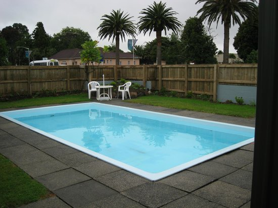 Kauri Lodge Motel: Pool area
