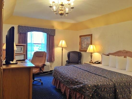 The Chateau Hotel and Conference Center: Guest Room