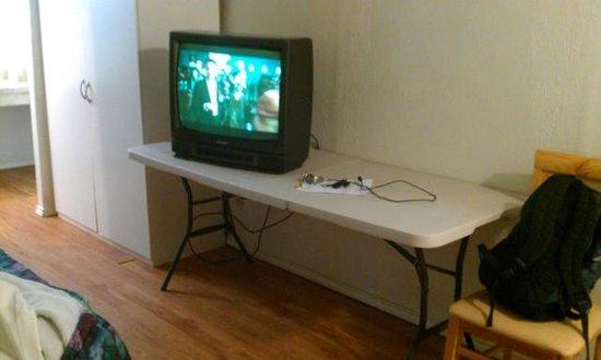 West Texas Inn And Suites Midland: Tv On Burnt Folding Table.