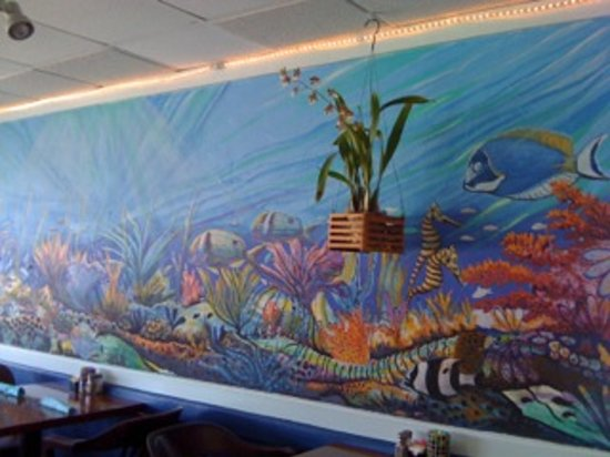 Gulfstream Bistro and Seafood Market: In the Dinning room