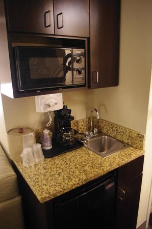 Holiday Inn Express & Suites Tupelo: Kitchenette
