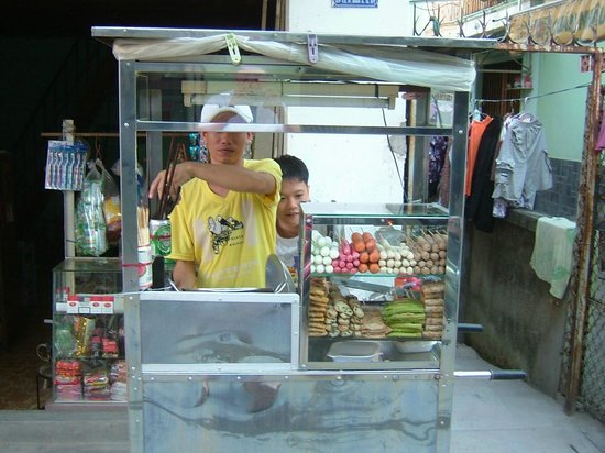 Easy Rider Club - Dalat Daily Tours: Hot Dog Stand
